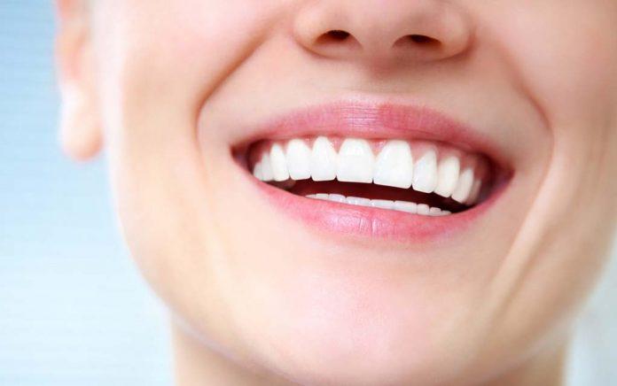 Soins dentaires naturels: pouvez-vous guérir les caries et repousser les dents?