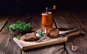 Côtelettes de lampe grillées aux herbes et aux piments Keto